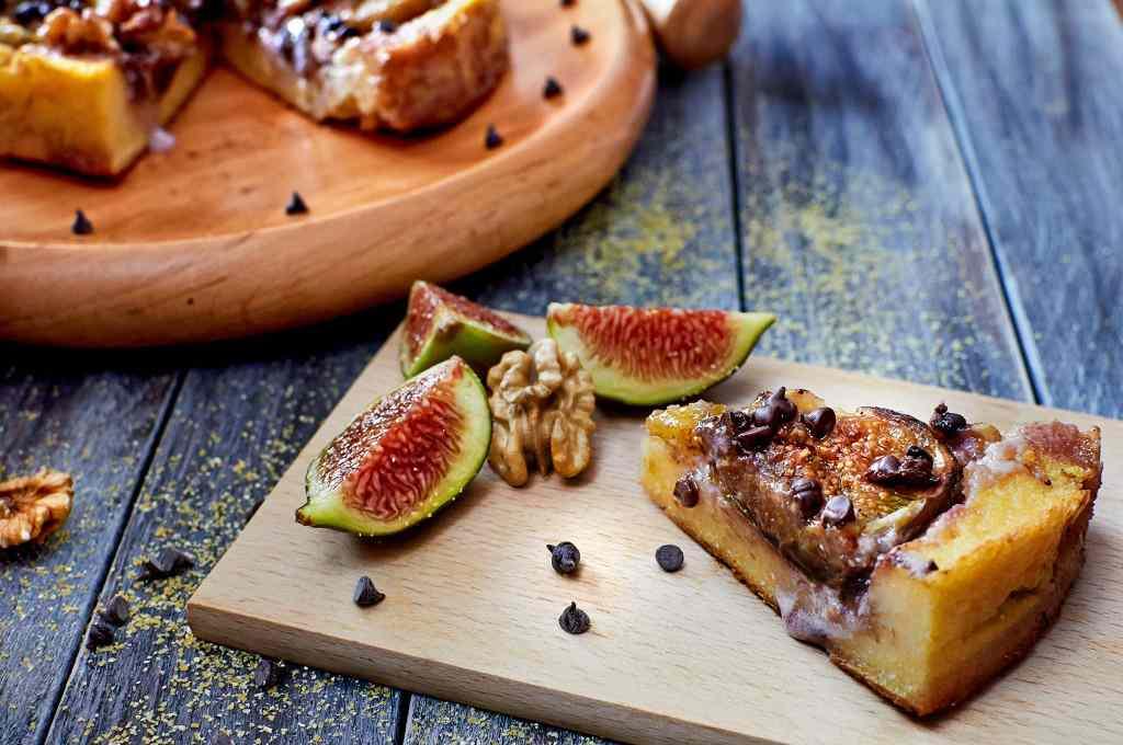 Ricetta: torta di polenta, fichi, noci e cioccolato