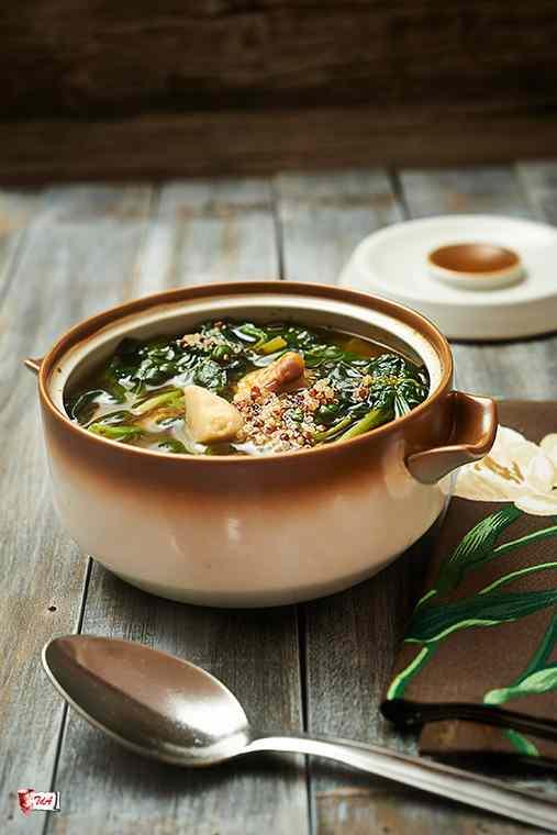 Ricetta: Zuppa di quinoa con spinaci e funghi