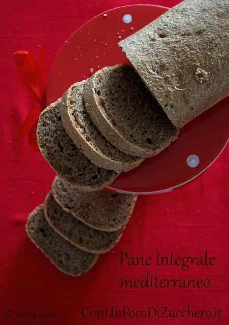Ricetta: Pane a cassetta mediterraneo: integrale con pomodori secchi e olive taggiasche