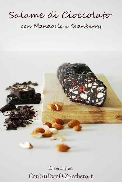 Ricetta: Salame di cioccolato con mandorle e cranberry