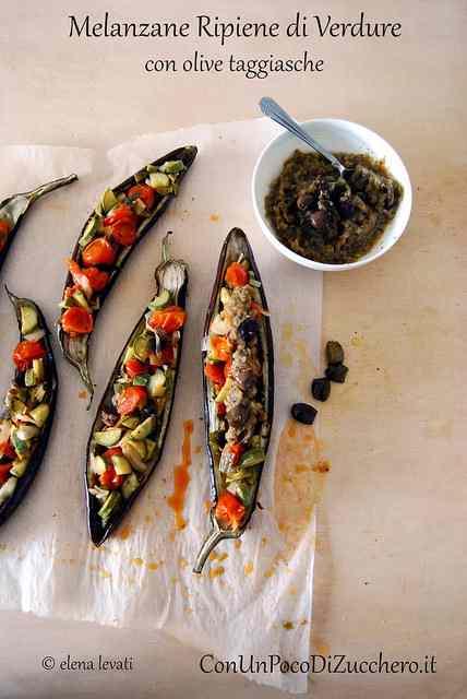 Melanzane ripiene di verdure e crema leggera alle olive taggiasche