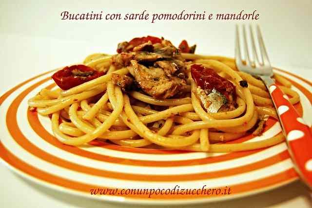 Ricetta: Bucatini con sarde, pomodori e mandorle