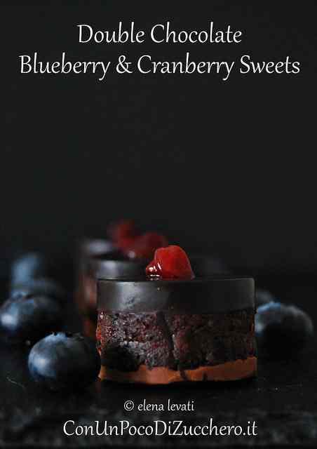 Ricetta: Dolcetti al doppio cioccolato con mirtilli e cranberry