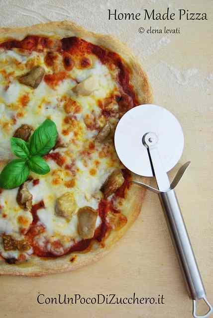 Ricetta: La Pizza: fatta in casa ci piace!!