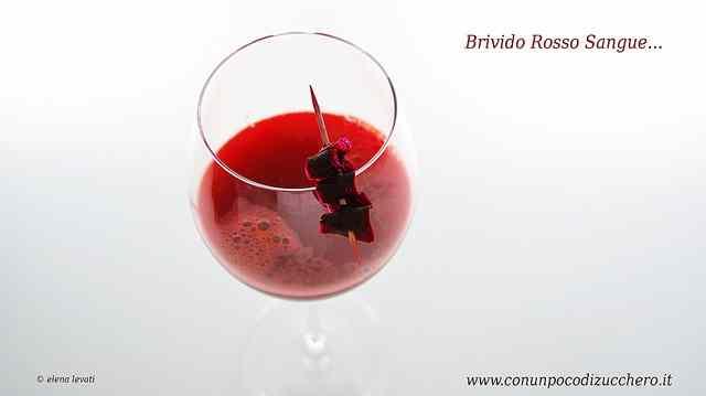 Ricetta: Sangue da bere ovvero succo di carote nere per il brindisi di Halloween!