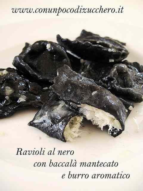 Ricetta: Ravioli al nero con baccala mantecato e burro aromatico