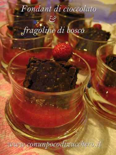 Ricetta: Fondant di cioccolato e fragoline di bosco