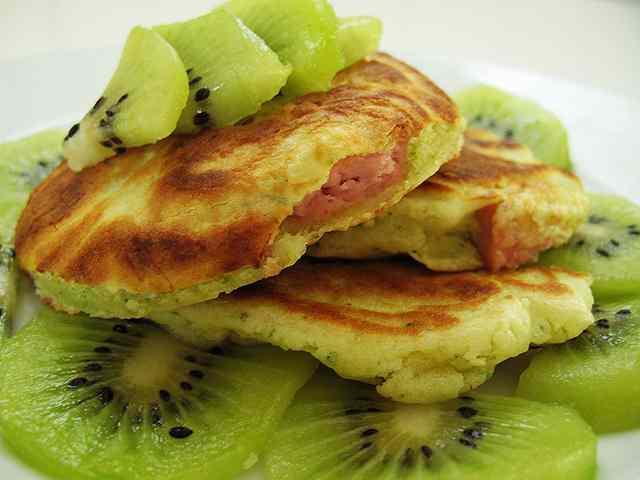 Ricetta: Pancakes ai wurstel e kiwi