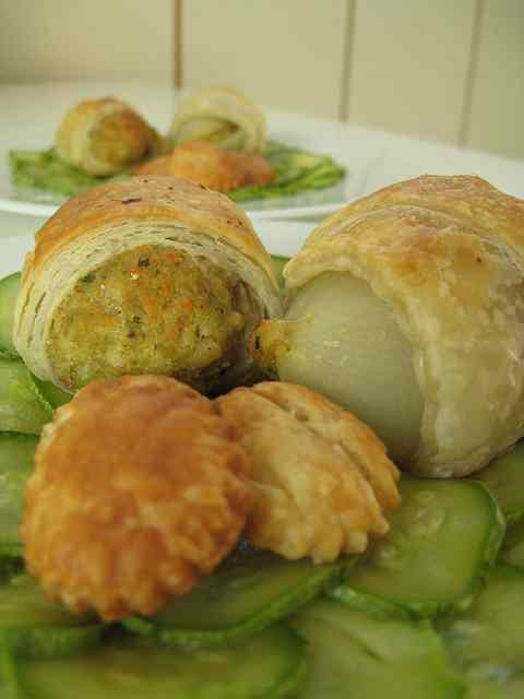 Ricetta: Turbantini di cipolle ripiene e 'polpettine' vegetariane in crosta