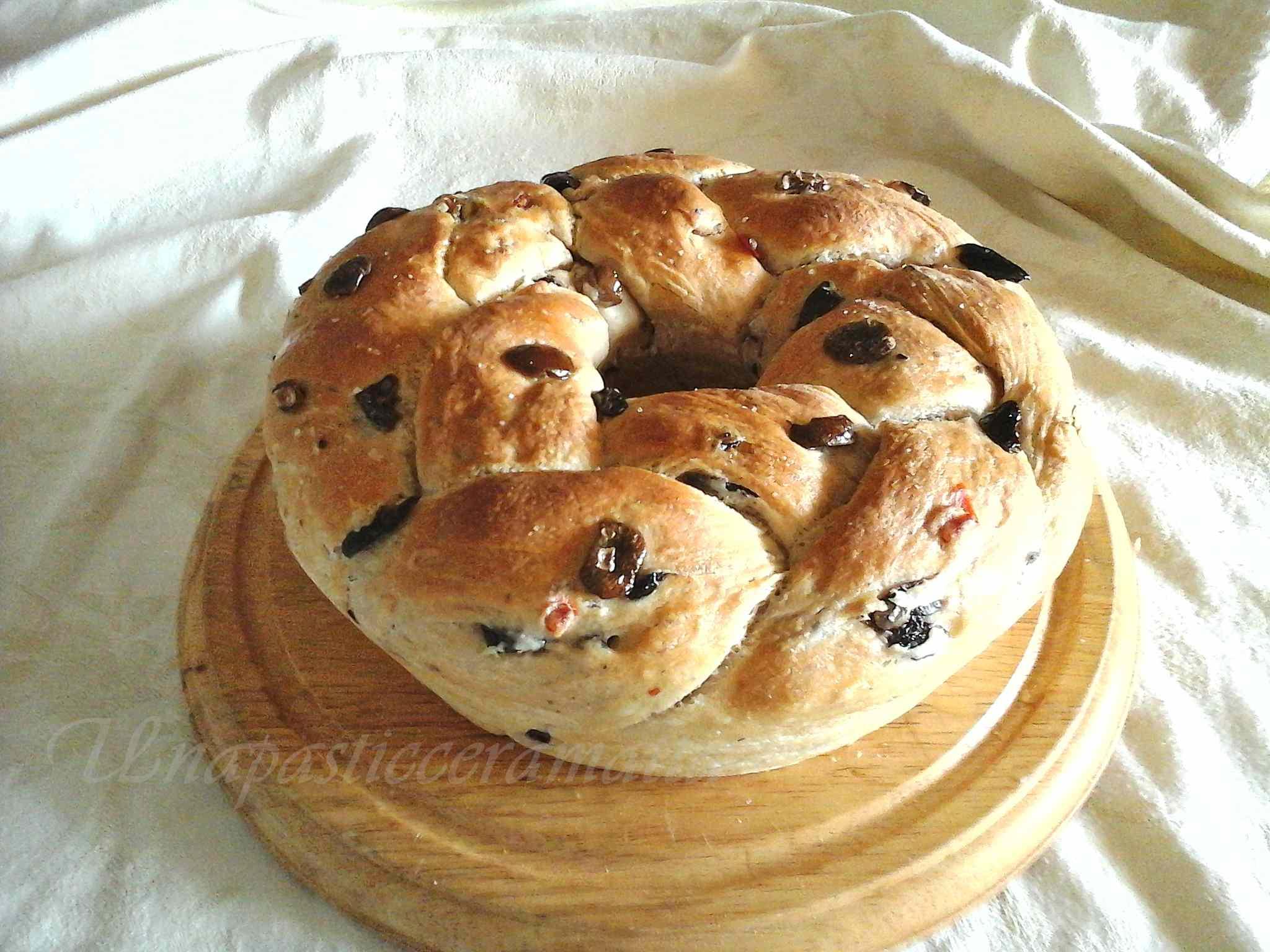 Ricetta: Treccia di pane con olive, pepe e lievito madre