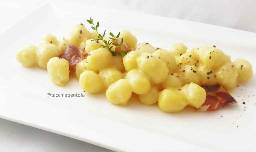 Chicche di patate con crema al parmigiano, speck e timo