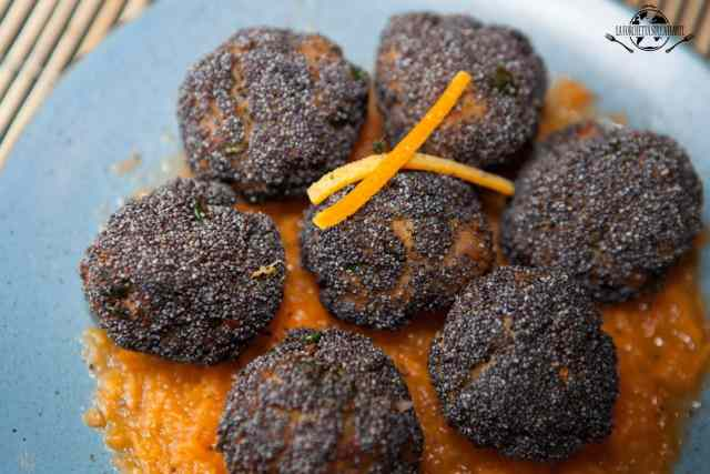 Polpette agli agrumi in crosta di papavero