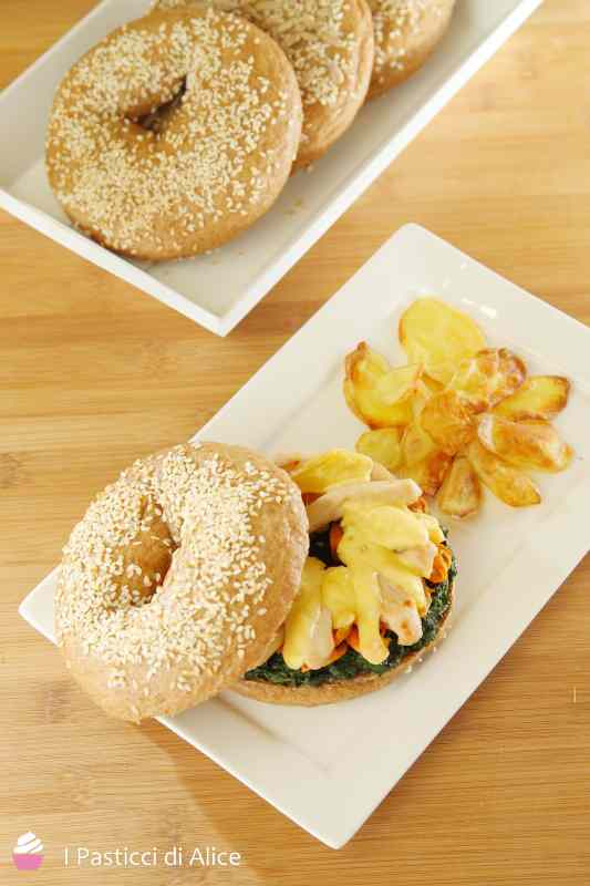Ricetta: Bagel Integrali con Pollo, Formaggio e Spinaci
