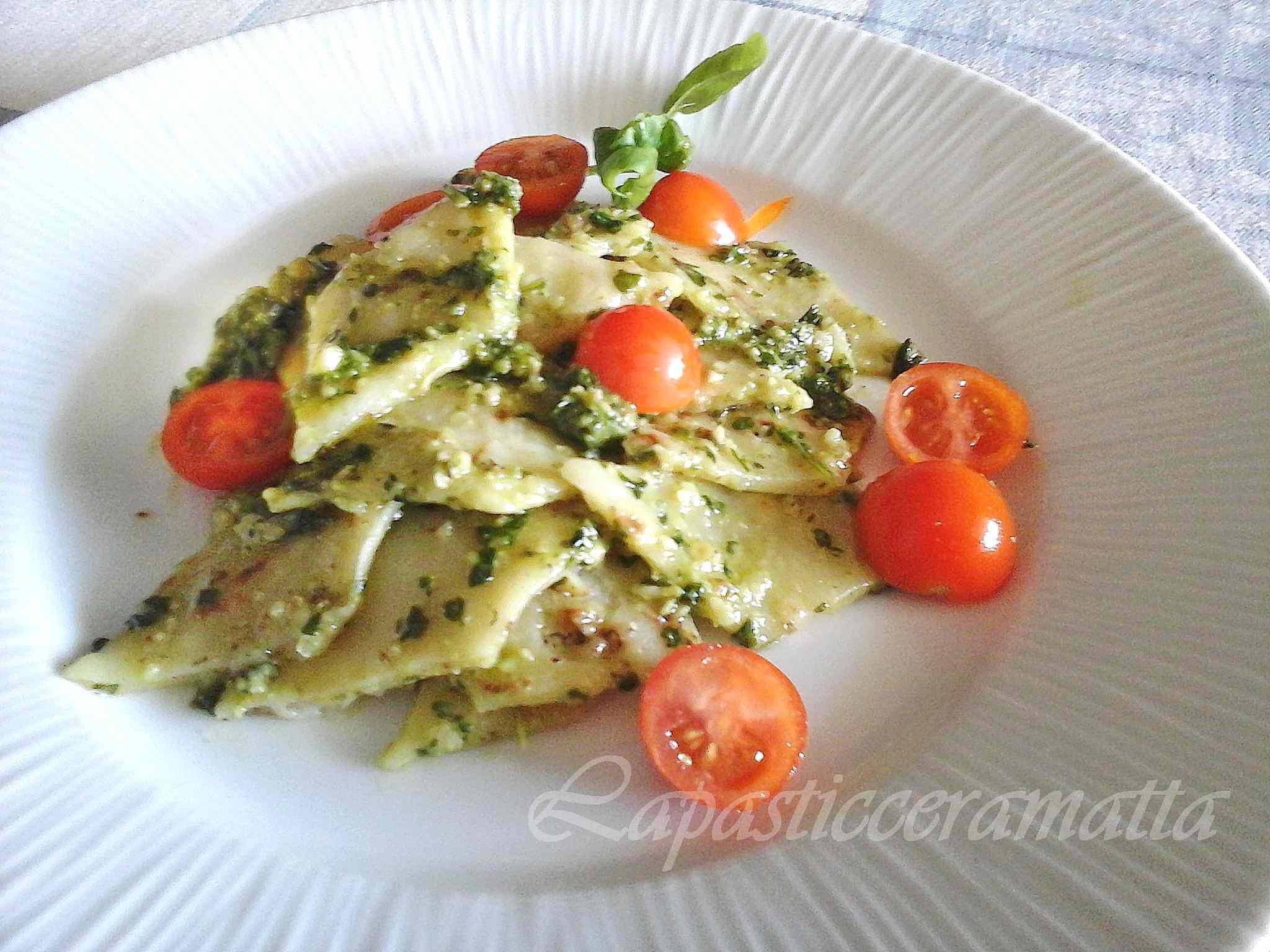 Ricetta: Testaroli della Lunigiana al pesto di noci e pomodorini