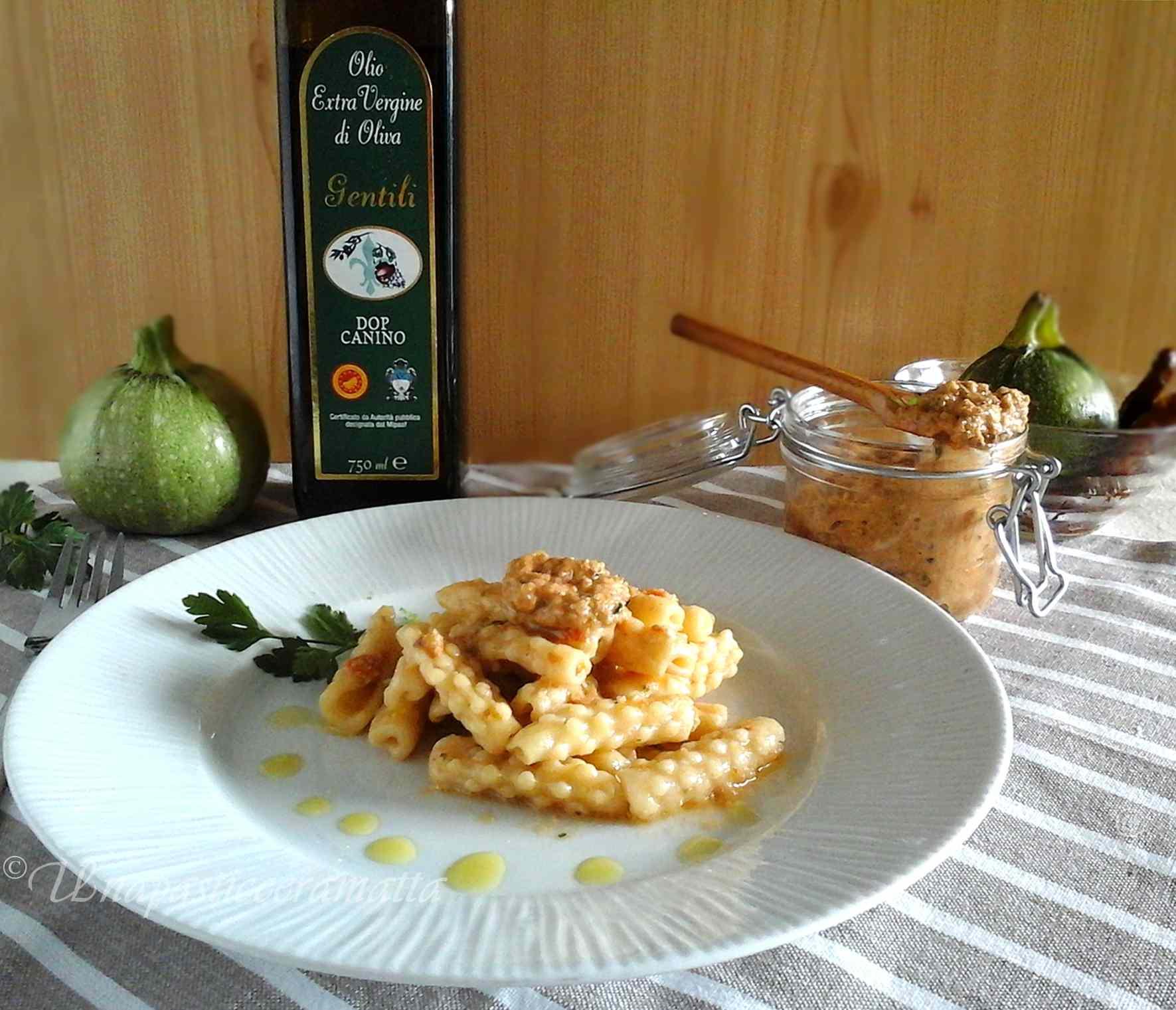 Ricetta: Mimose fatte a mano con pesto di pomodori secchi e zucchine