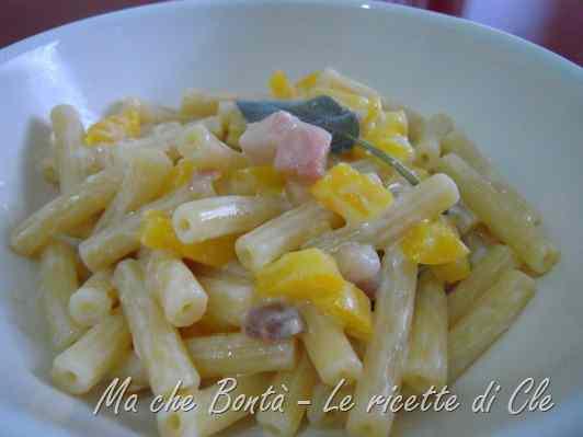 Ricetta: Pasta con i peperoni profumata alla salvia (macaroni and peppers)