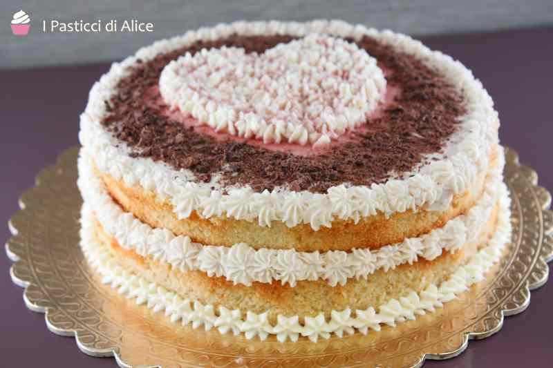 Ricetta: Torta al Latte Caldo Panna Amarene e Cioccolato