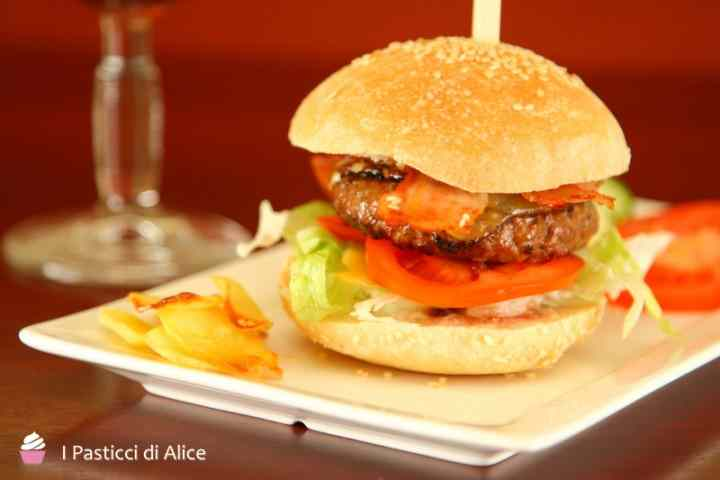 Ricetta: Hamburger Home Made e Chips di Patate