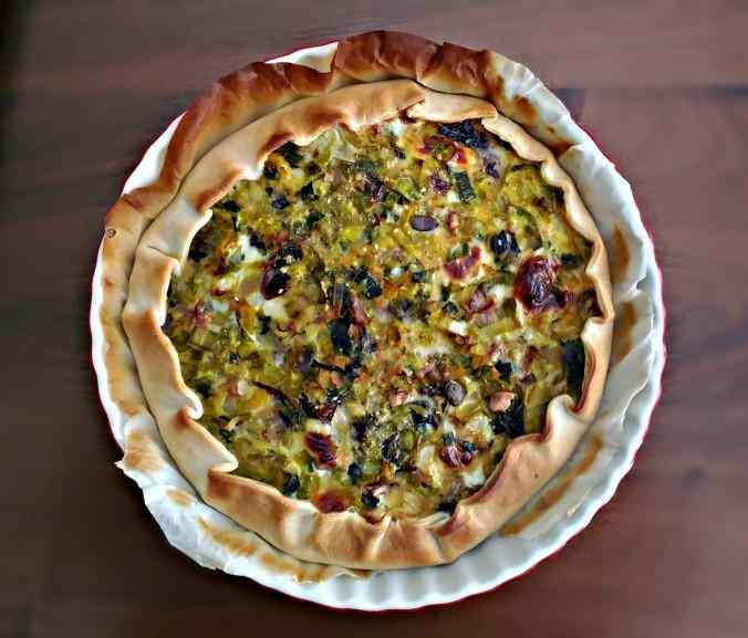 Torta salata porri, cipolle, radicchio, emmental