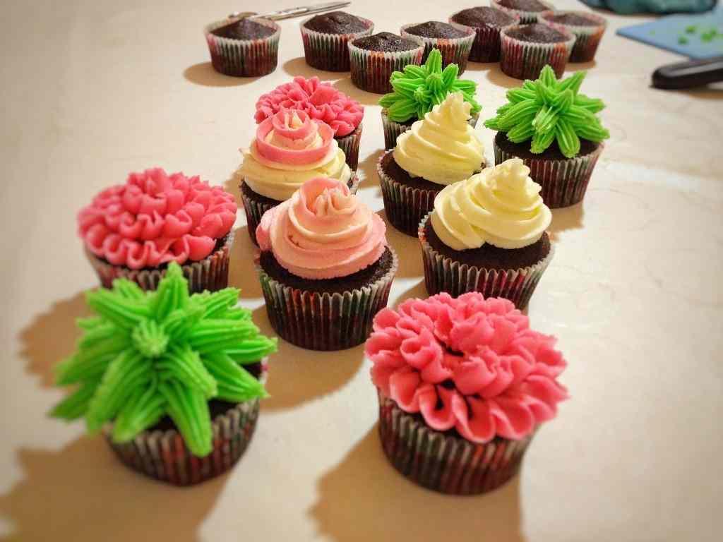 Ricetta: Cupcakes al cioccolato decorati con crema al burro