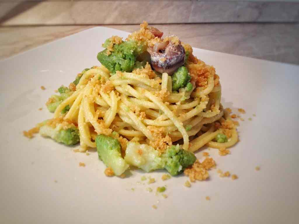 Ricetta: Spaghetti alla chitarra con cavoli e acciughe