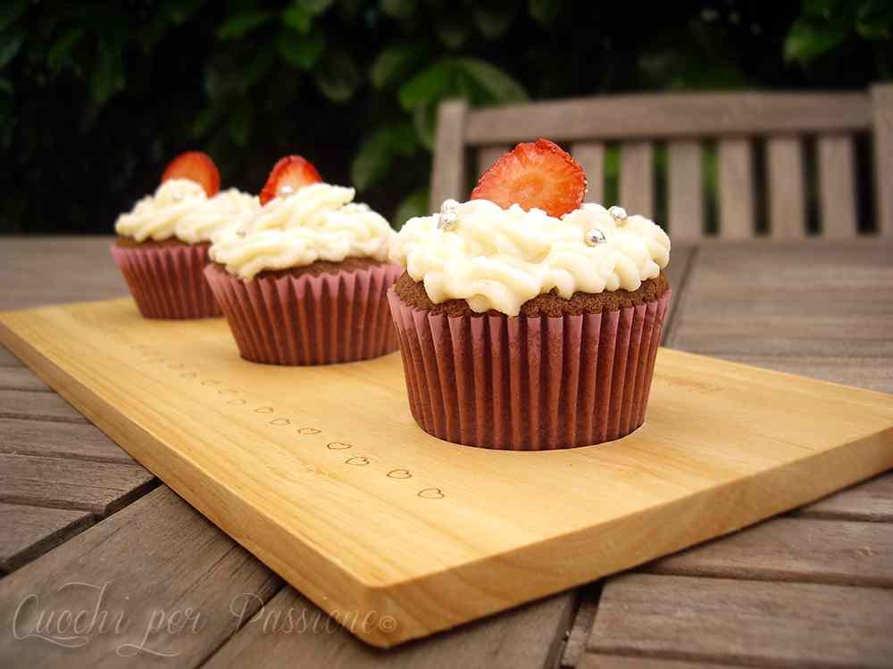 Ricetta: Cupcakes al Cioccolato fondente e Fragole