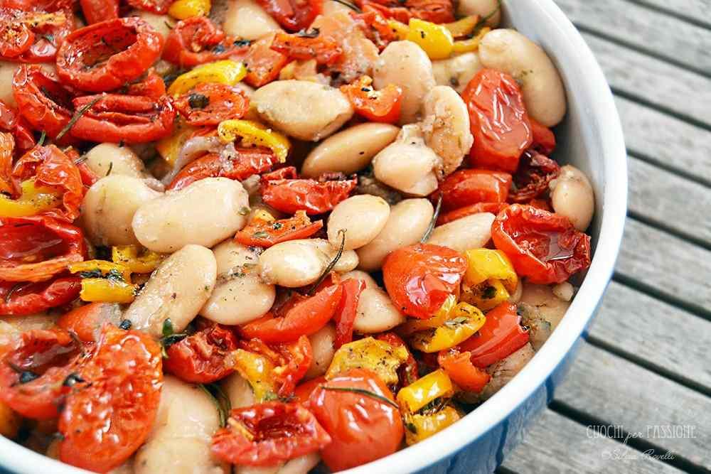 Ricetta: Fagioli Wrzawa caldi con Olio al Pomodoro, Pomodorini e Peperoni Confit