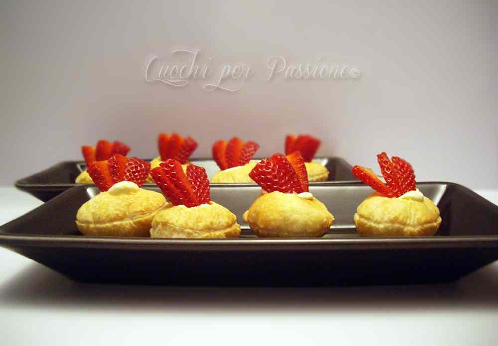 Ricetta: Pasticcini di sfoglia con Crema al Mascarpone e Fragole