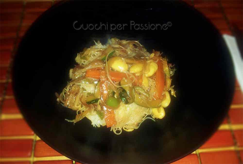 Ricetta: Spaghetti di Riso con Verdure e Mandorle