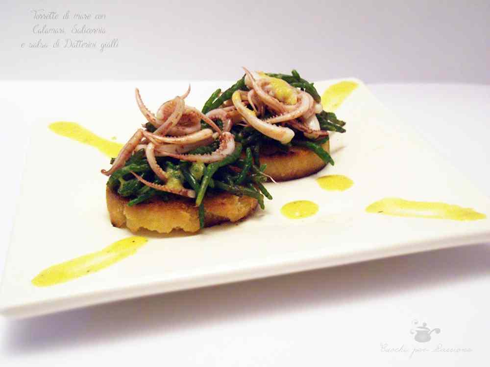 Ricetta: Torrette di mare con Calamari, Salicornia e salsa di Datterini gialli