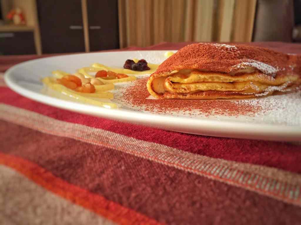 Ricetta: Crepes con crema alla vaniglia e frutta secca