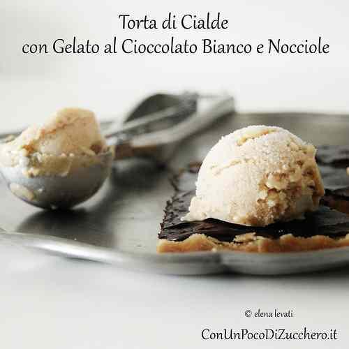 Torta di cialde con gelato al cioccolato bianco e nocciole