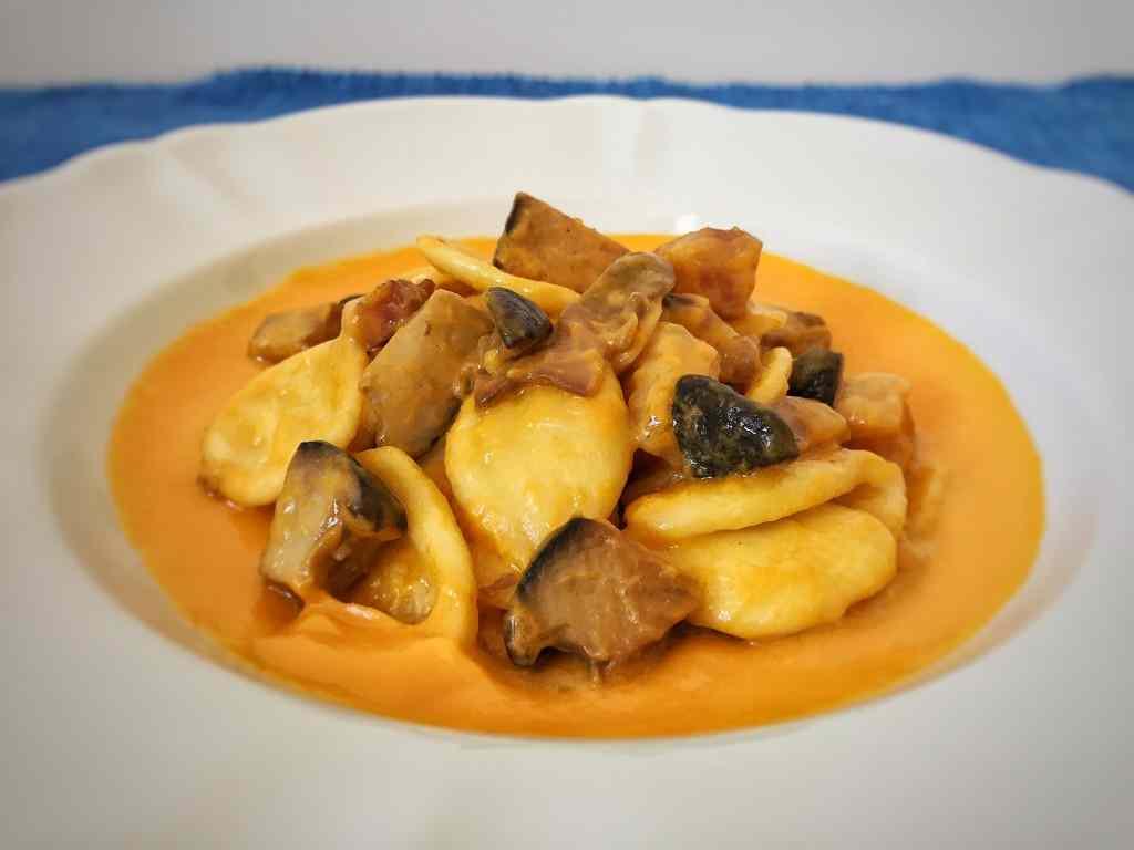 Ricetta: Orecchiette funghi e pancetta su crema di zucca