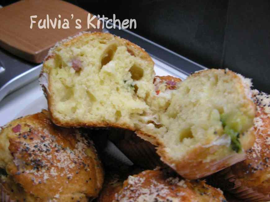 Ricetta: Muffin con crudo, emmenthal e zucchina