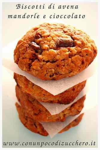 Ricetta: Biscotti di avena, mandorle e cioccolato