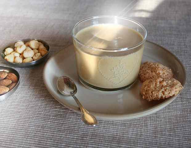 Ricetta: Mousse alla nocciola e biscotti alle mandorle