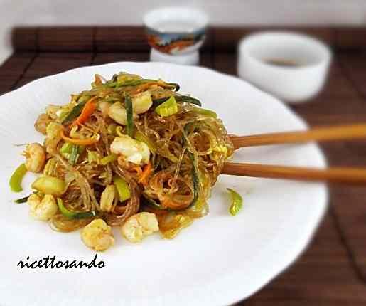 Ricetta: Spaghetti di soia con verdure e gamberi