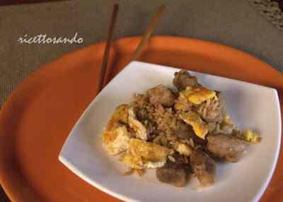 Arroz chaufa riso cinese alla peruviana