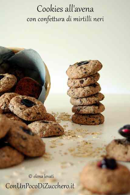 Ricetta: Cookies all avena con confettura di mirtilli