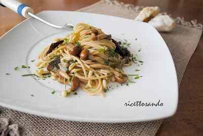 Ricetta: Pasta integrale con funghi e pinoli al cartoccio