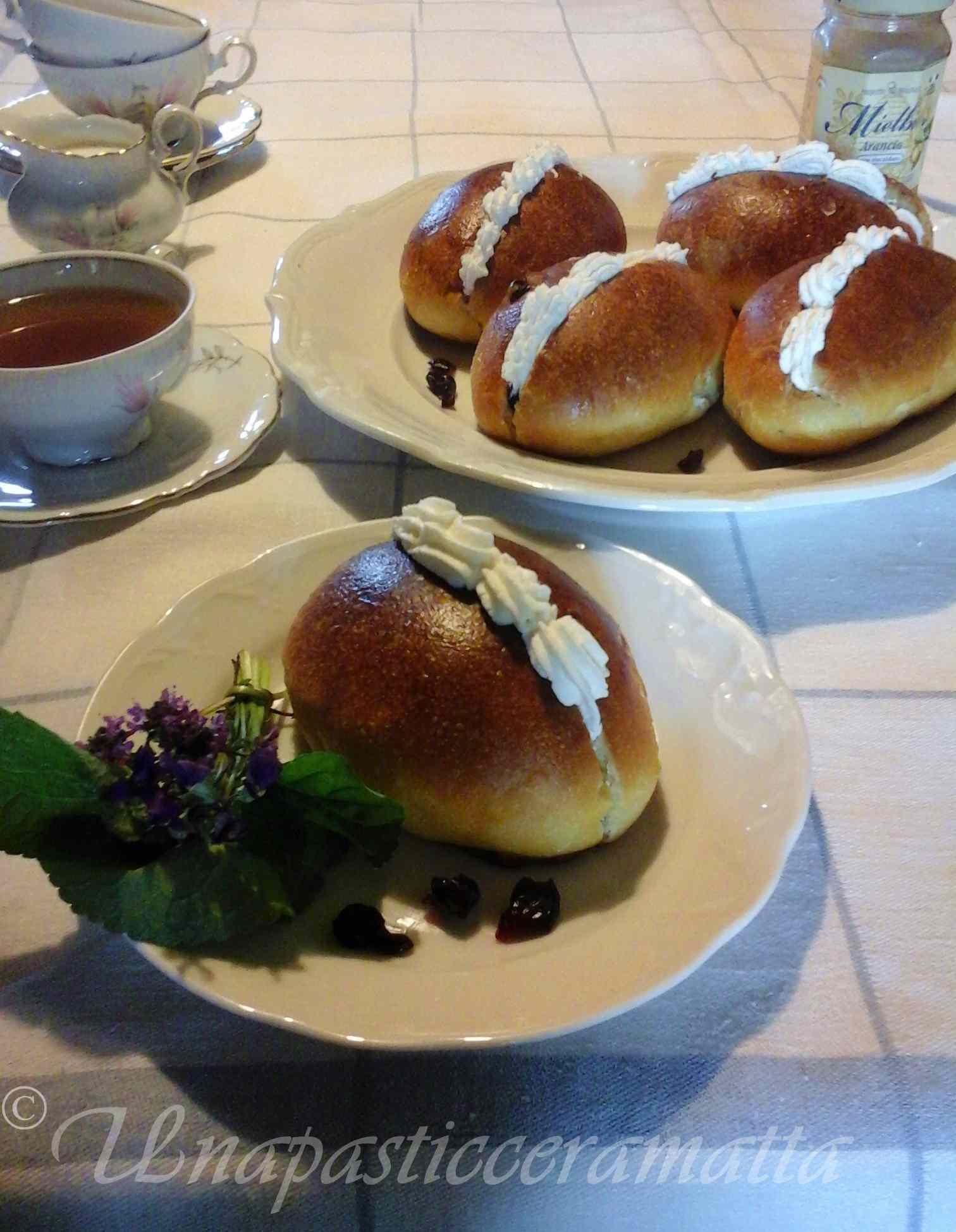 Ricetta: Maritozzi al miele con mirtilli rossi e lievito madre