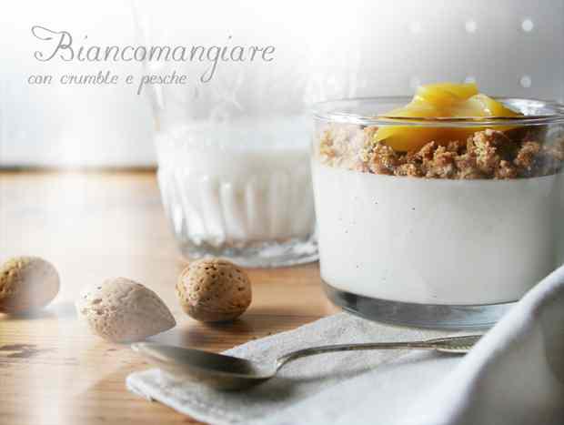 Ricetta: Biancomangiare con crumble e pesche