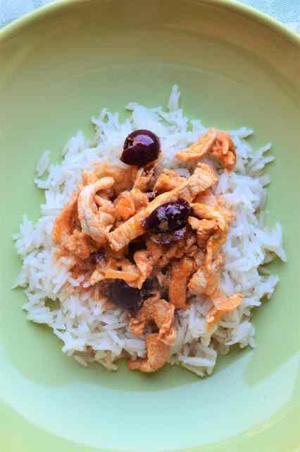 Ricetta: Pollo alla paprika con yogurt ed olive nere