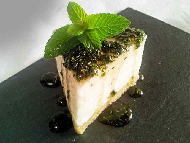 Ricetta: Drunk cheesecake - cheesecake salato profumato alla grappa con top di miele alle erbe aromatiche