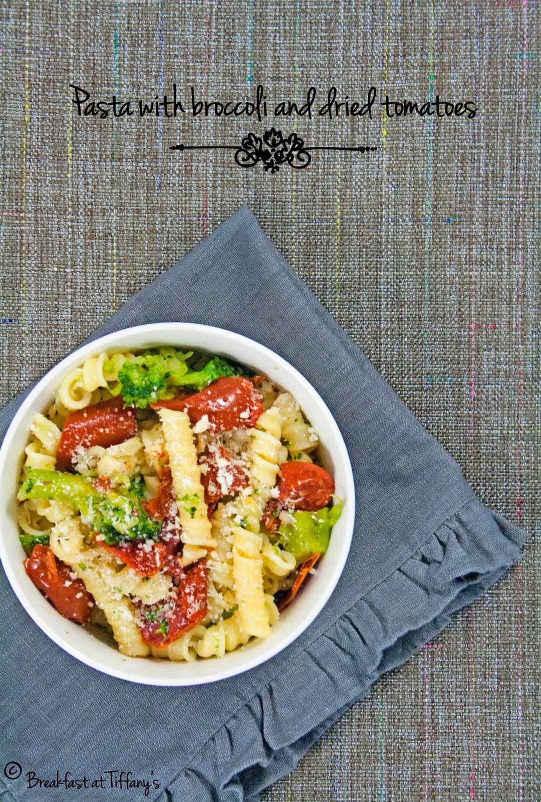 Ricetta: Pasta con broccoli e pomodorini secchi / pasta with broccoli and dried tomatoes