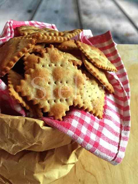 Ricetta: Non di solo pane... - crackers senza lievito alla segale con origano
