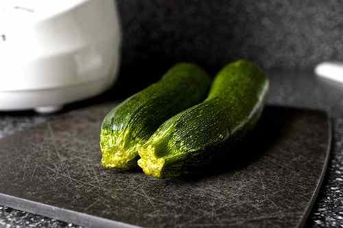 Ricetta: Zucchine al vapore con salsa ai kiwi / steamed zucchini with kiwi sauce