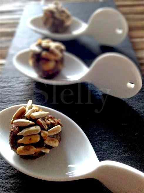 Ricetta: Vitello tondato - polpettine di vitello, acciughe, capperi e pate d\'olive con miele e semi di girasole