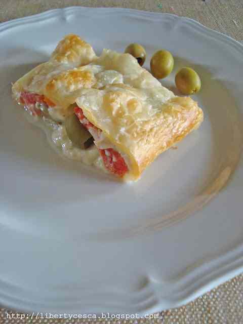 Ricetta: Strudel salato con pomodori, olive e formaggio / salty strudel with tomatoes, olives and cheese