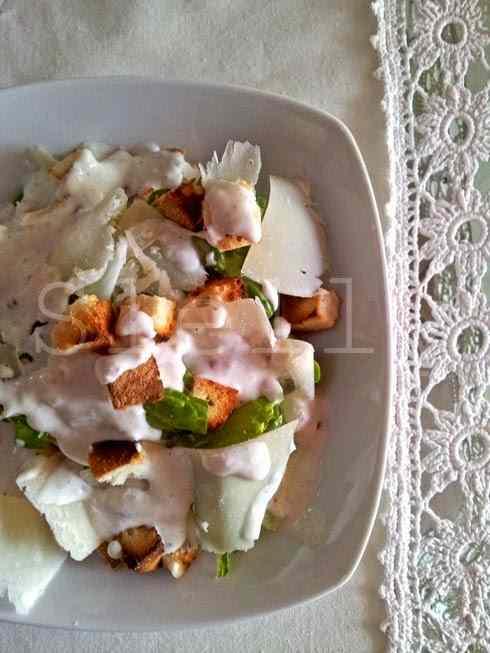 Ricetta: Quasi caesar, sicuramente salad - insalata di lattuga romana con parmigiano reggiano e salsa alla certosa